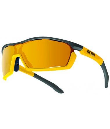 Sportovní sluneční brýle.
